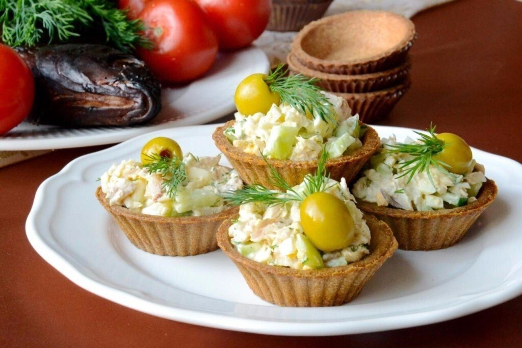 Закусочные корзинки: рецепт из песочного теста с зеленым горошком и сыром