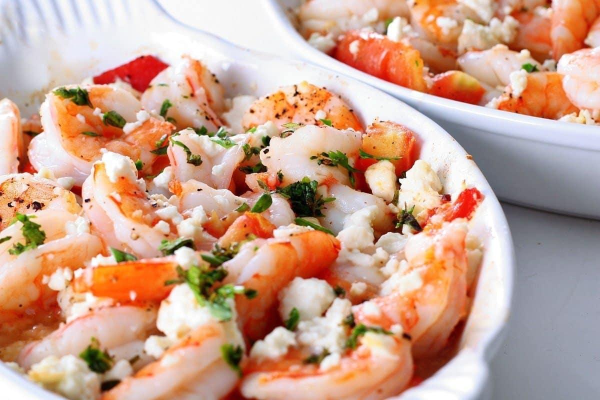 Полезно и вкусно: рецепт салата с креветками и сыром фета