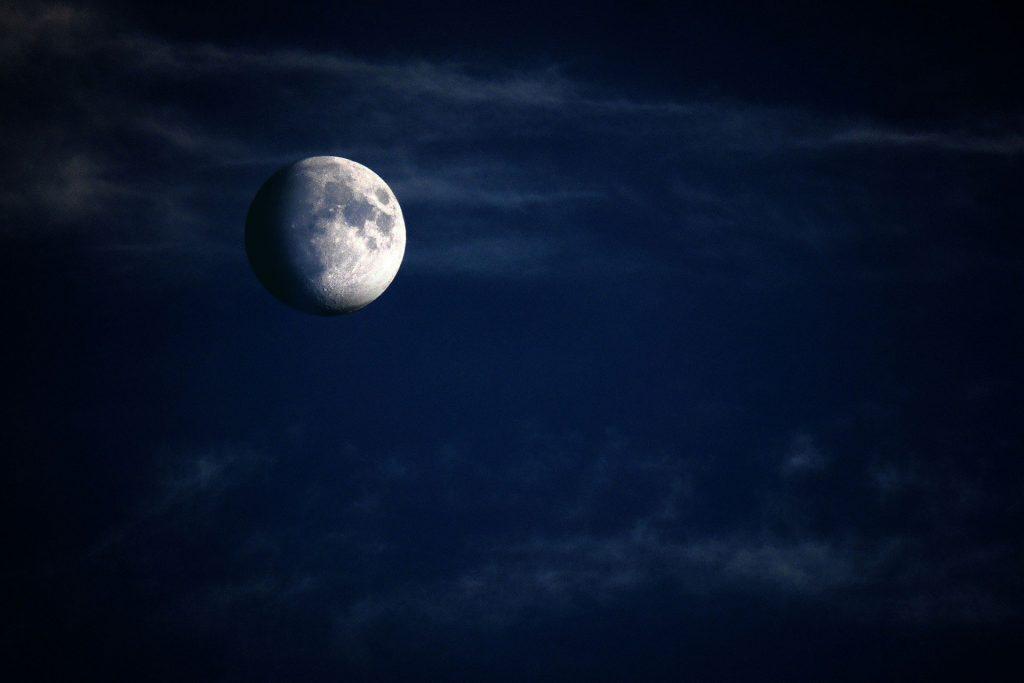 Редкое явление на Хэллоуин: в небе взойдет «Голубая луна»