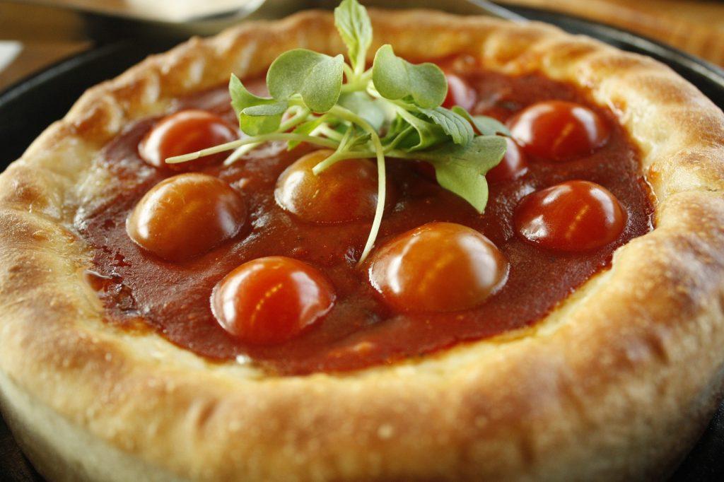 Овощная кростата: рецепт летнего пирога с помидорами и козьим сыром
