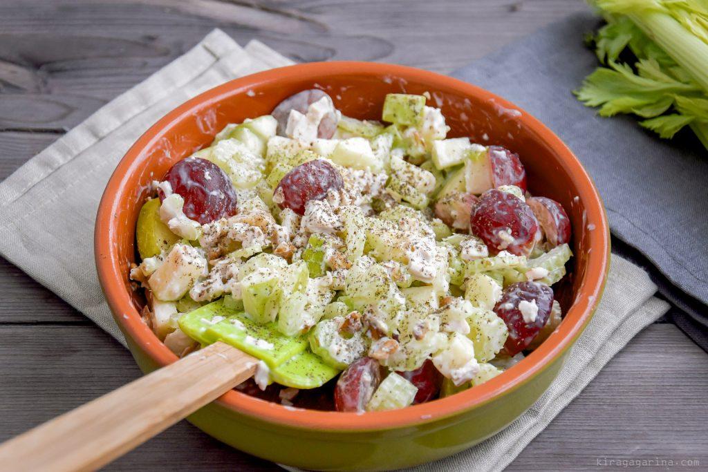 «Вальдорф»: рецепт необычного салата с виноградом и сельдереем
