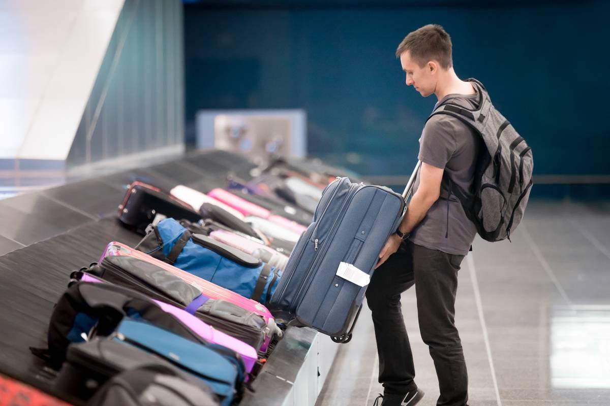 Замки и защитная лента: как сохранить в целости багаж при перелете