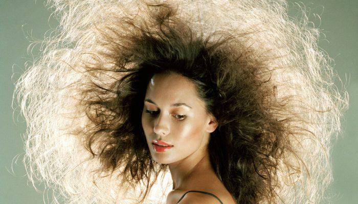 Как не стать «одуванчиком»: зимний уход за волосами