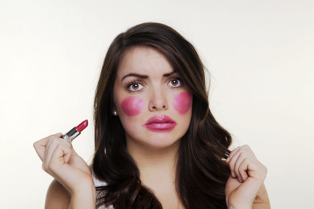 Как вернуть молодость женщине и не прибавить возраст девушке: секреты правильного макияжа